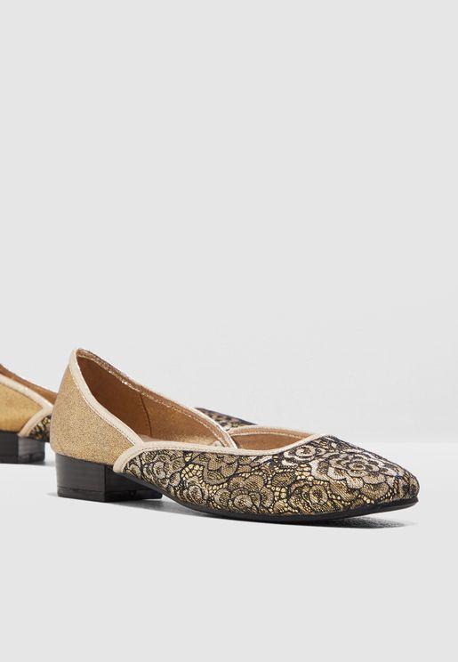حذاء دانتيل بكعب سميك