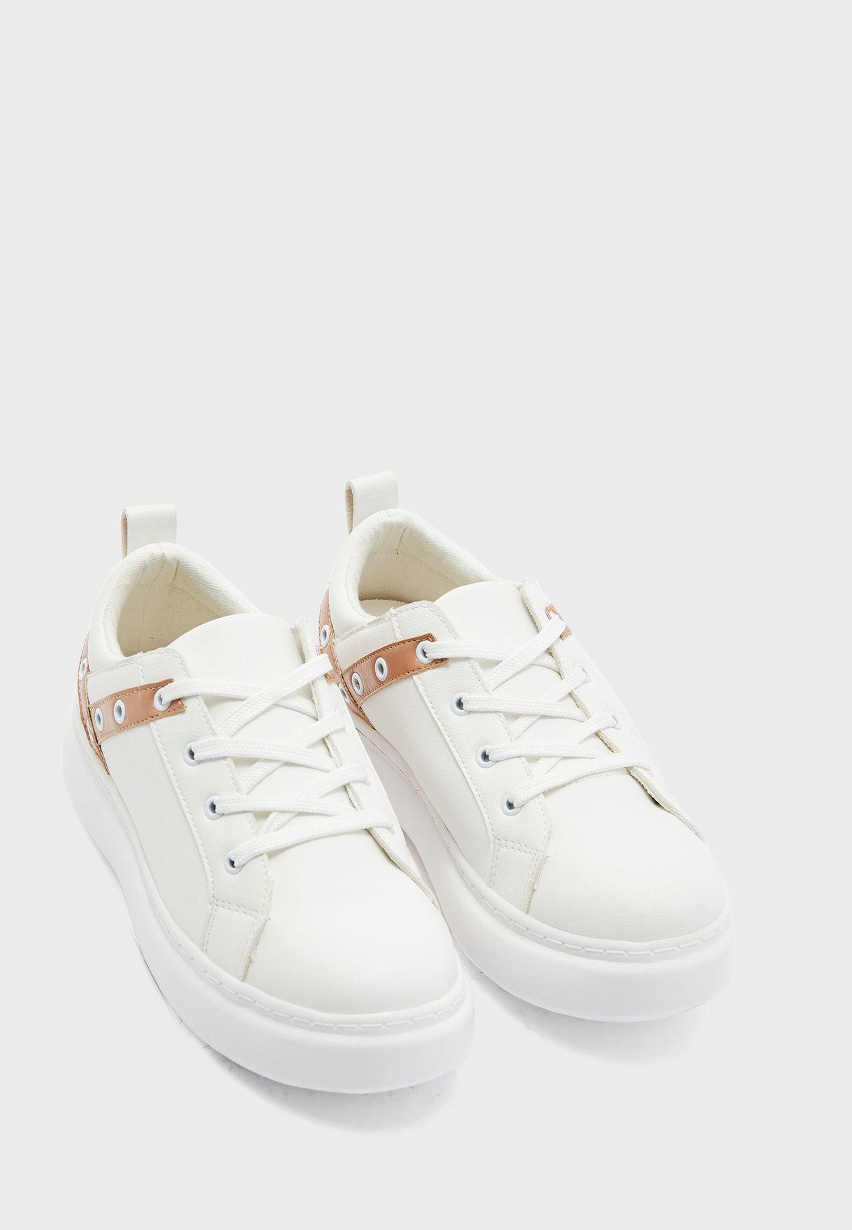 Eyelet Low Top Sneaker