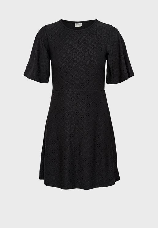 فستان محبوك بياقة دائرية