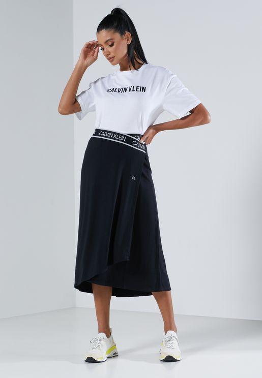 تنورة تمتص العرق بشعار الماركة