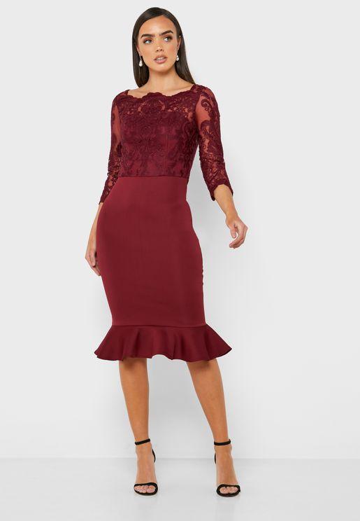 فستان بقصة ضيقة