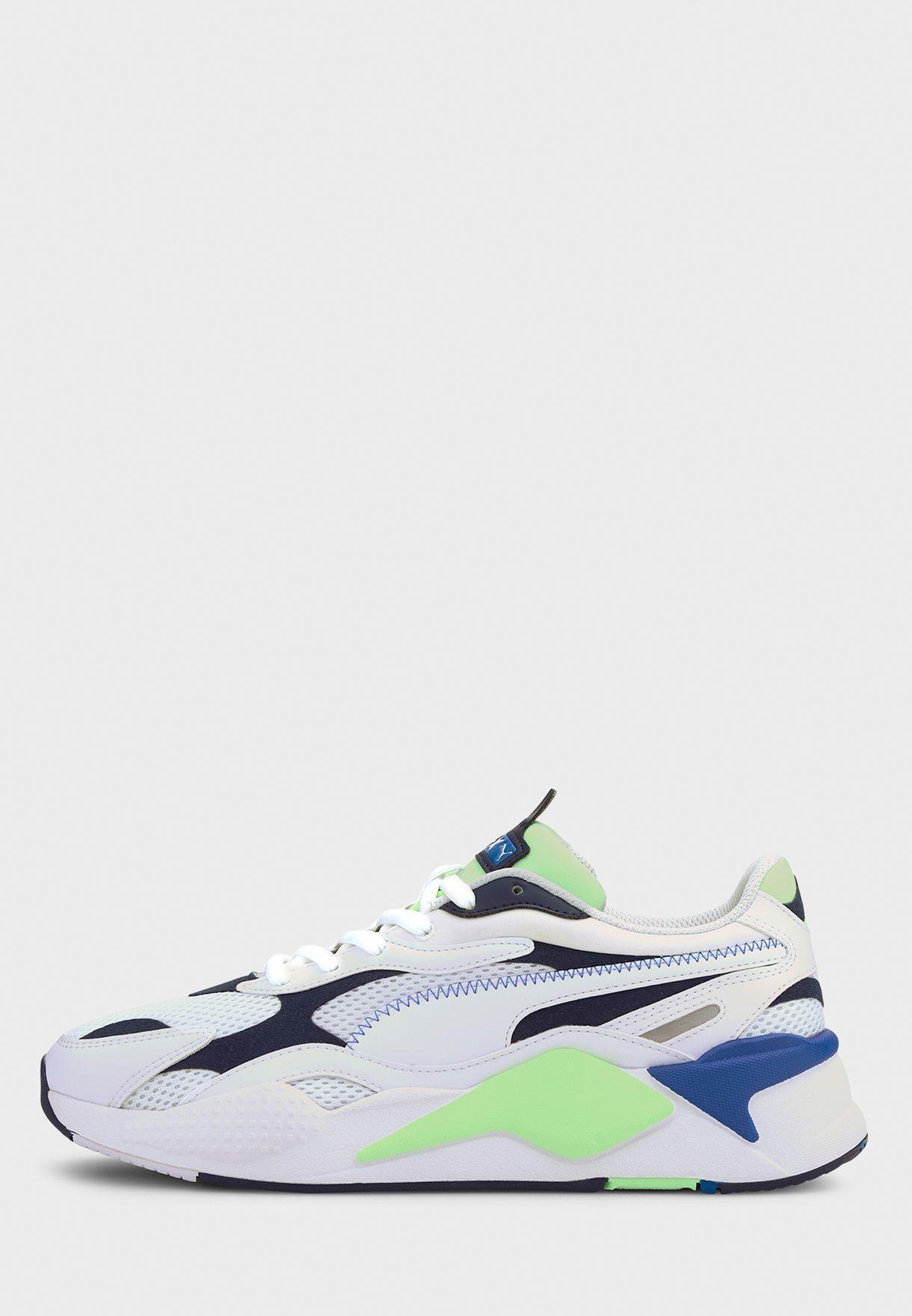 حذاء من مجموعة ار اس اكس 3