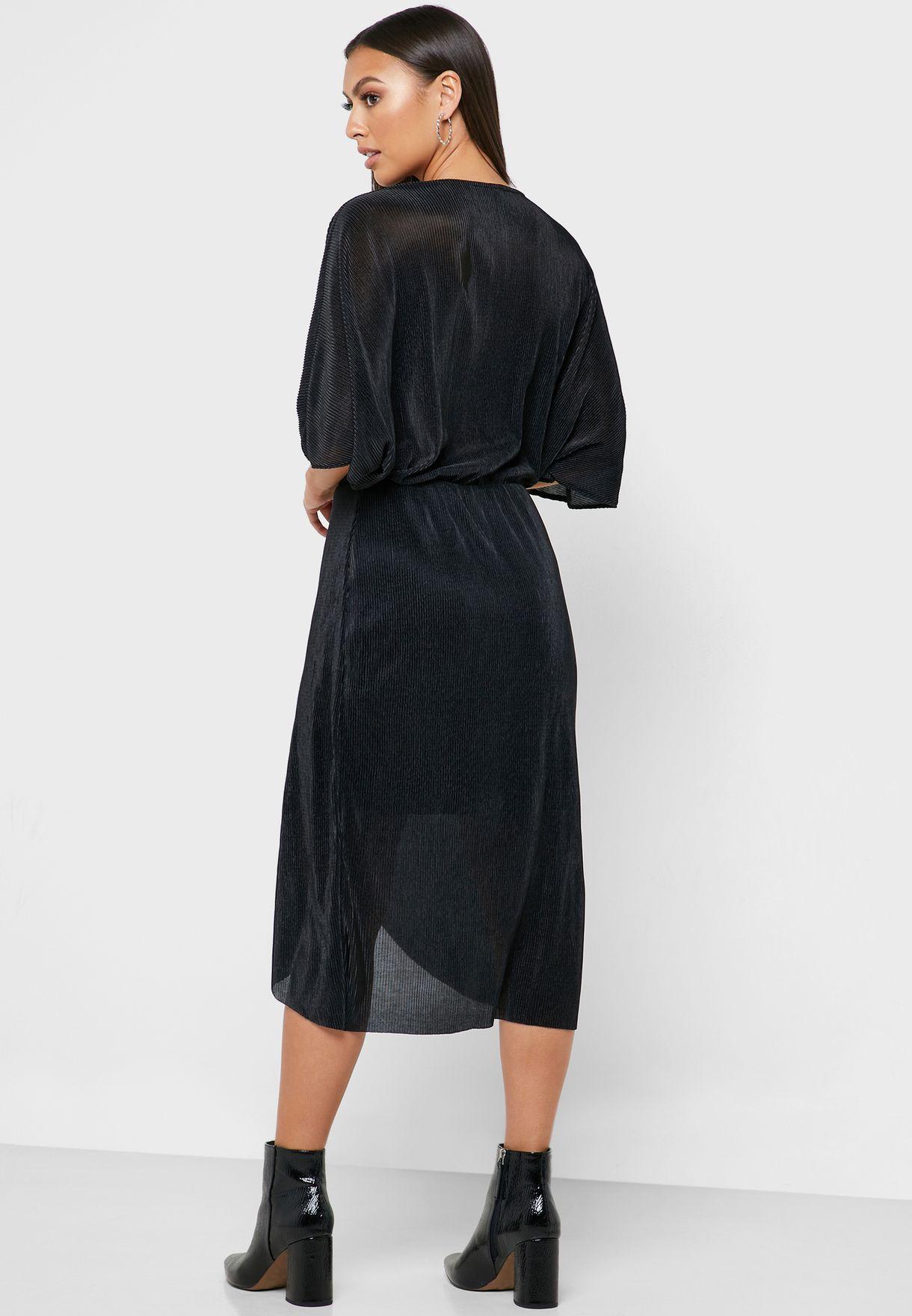 فستان باكمام واسعة وياقة V