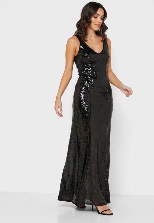 فستان بياقة V ومزين بالترتر