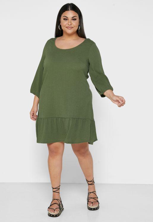 فستان بيبلوم بياقة دائرية