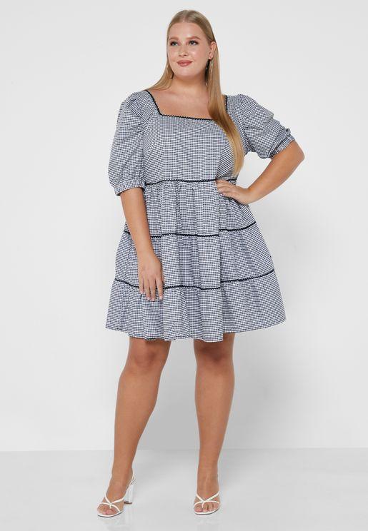 فستان بطبعة مربعات