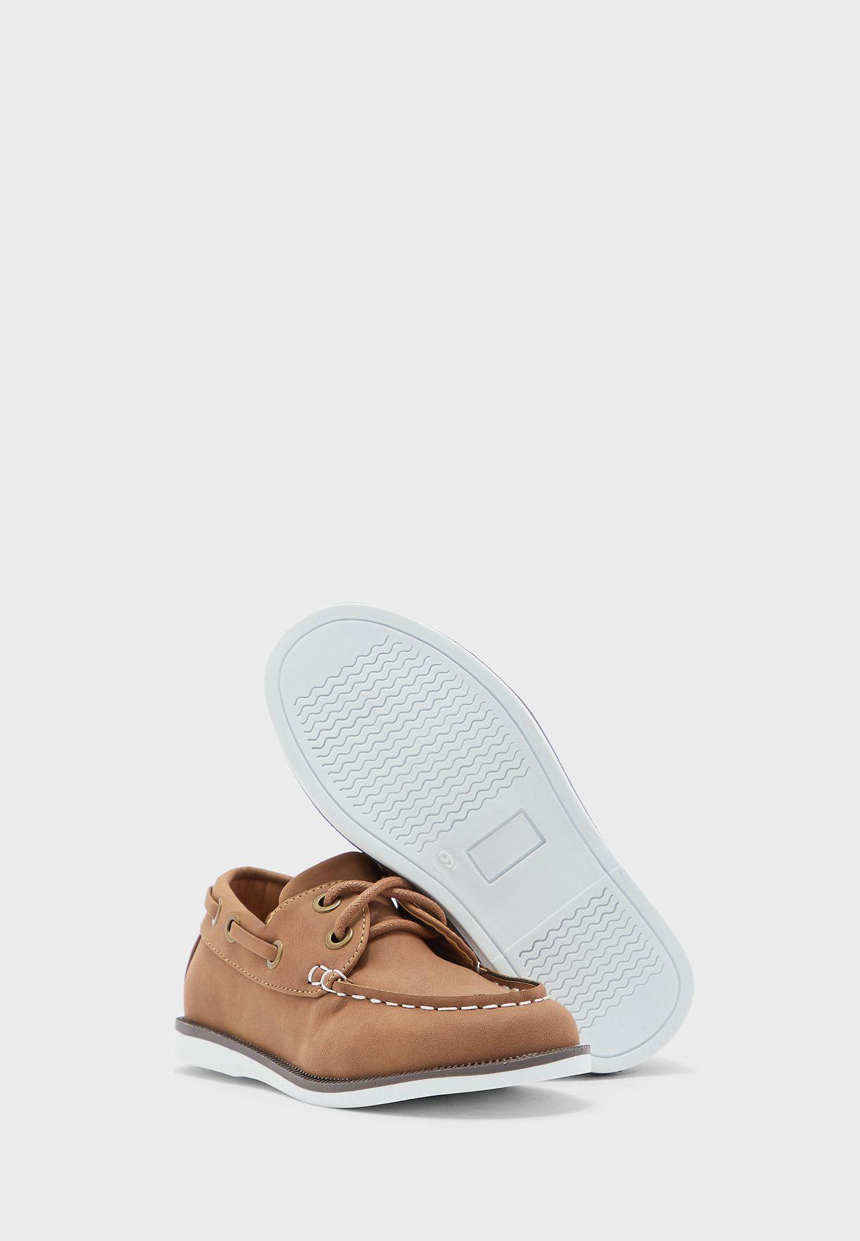 حذاء كلاسيكي للاطفال