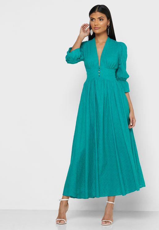 فستان ماكيب بياقة عميقة