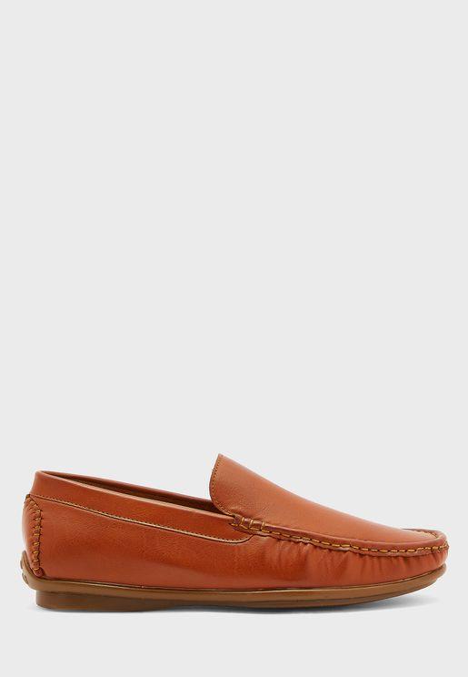 حذاء كلاسيكي لامع