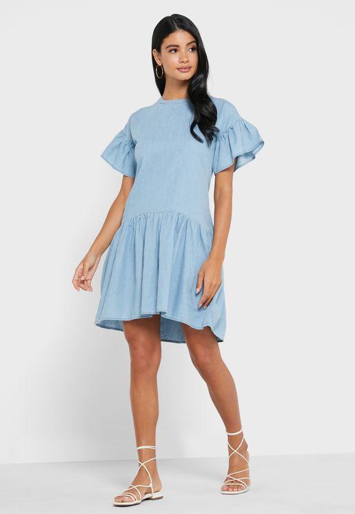 فستان دنيم بأطراف مكشكشة