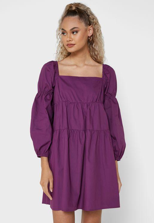 فستان فضفاض بياقة مربعة