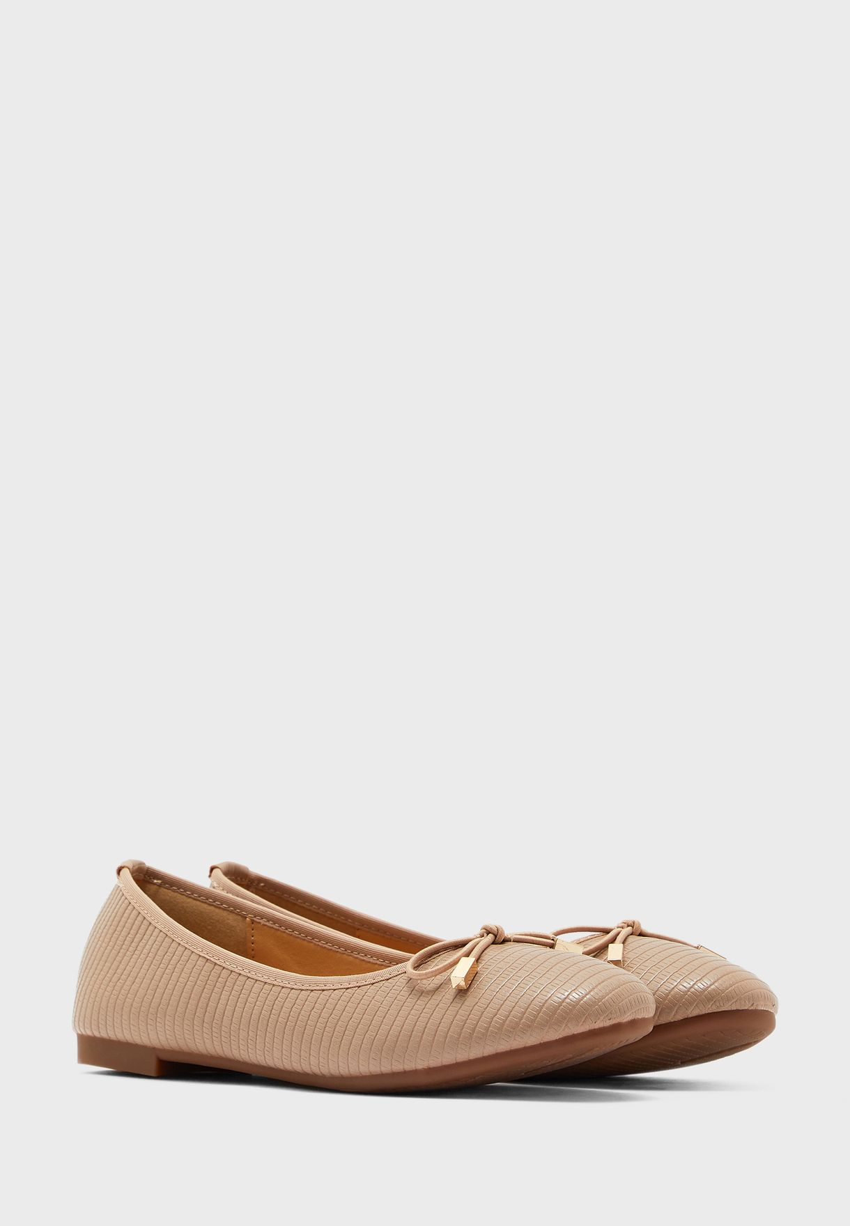 Textured Round Toe Shoe With Bow