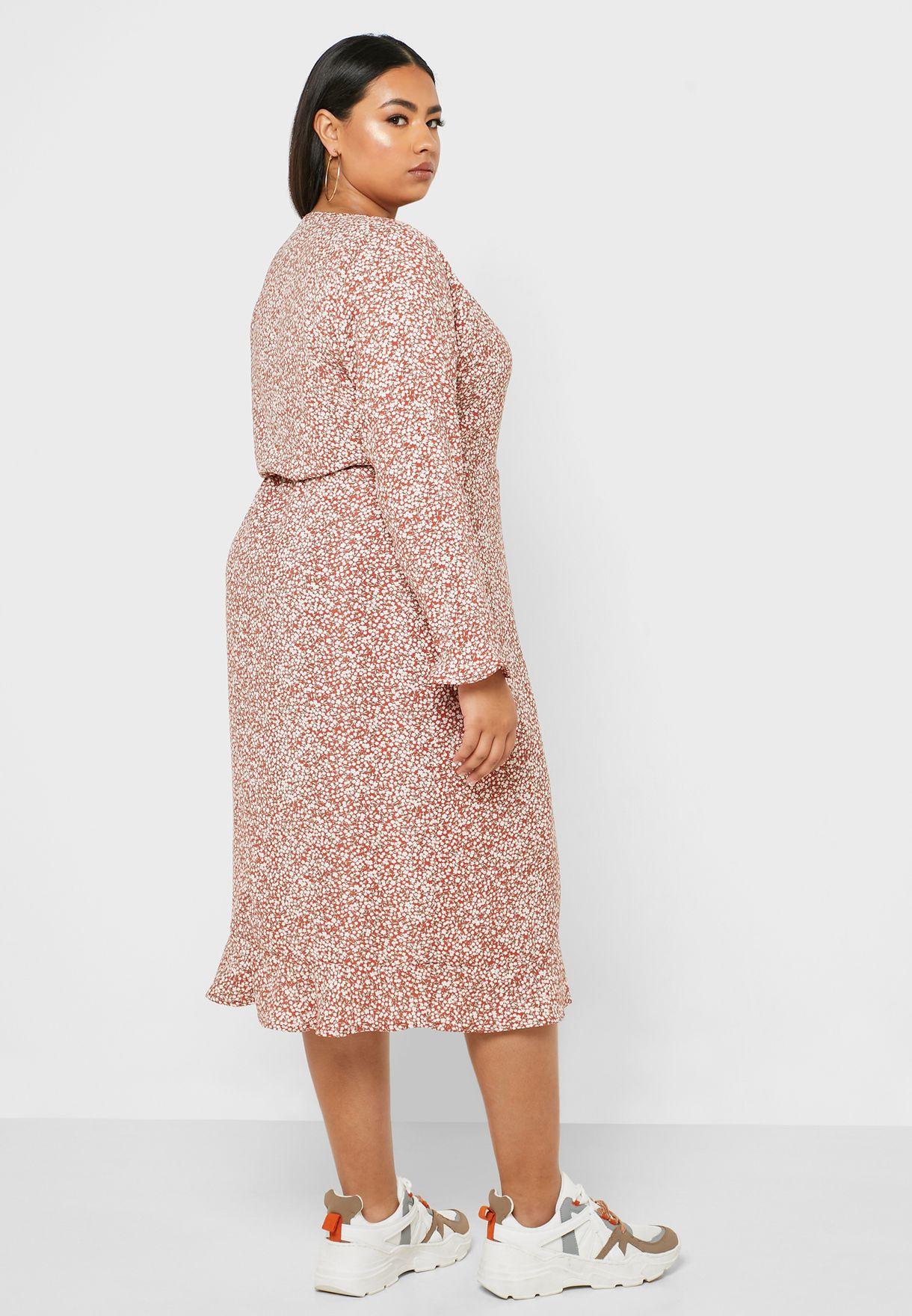 فستان بنمط لف وطبعات ازهار