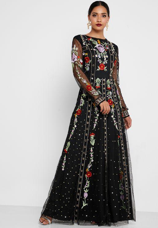 فستان مزين بالخرز