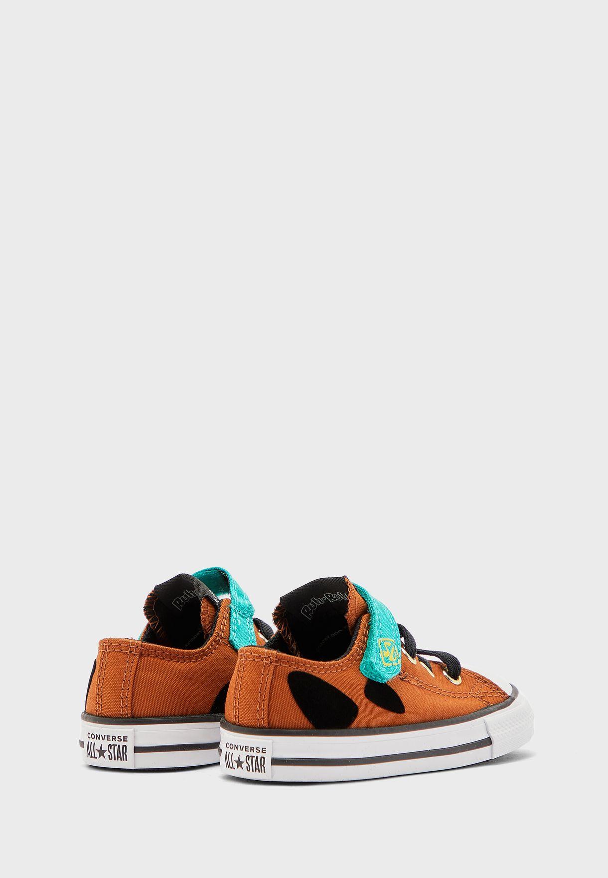 حذاء من مجموعة سكوبي دو