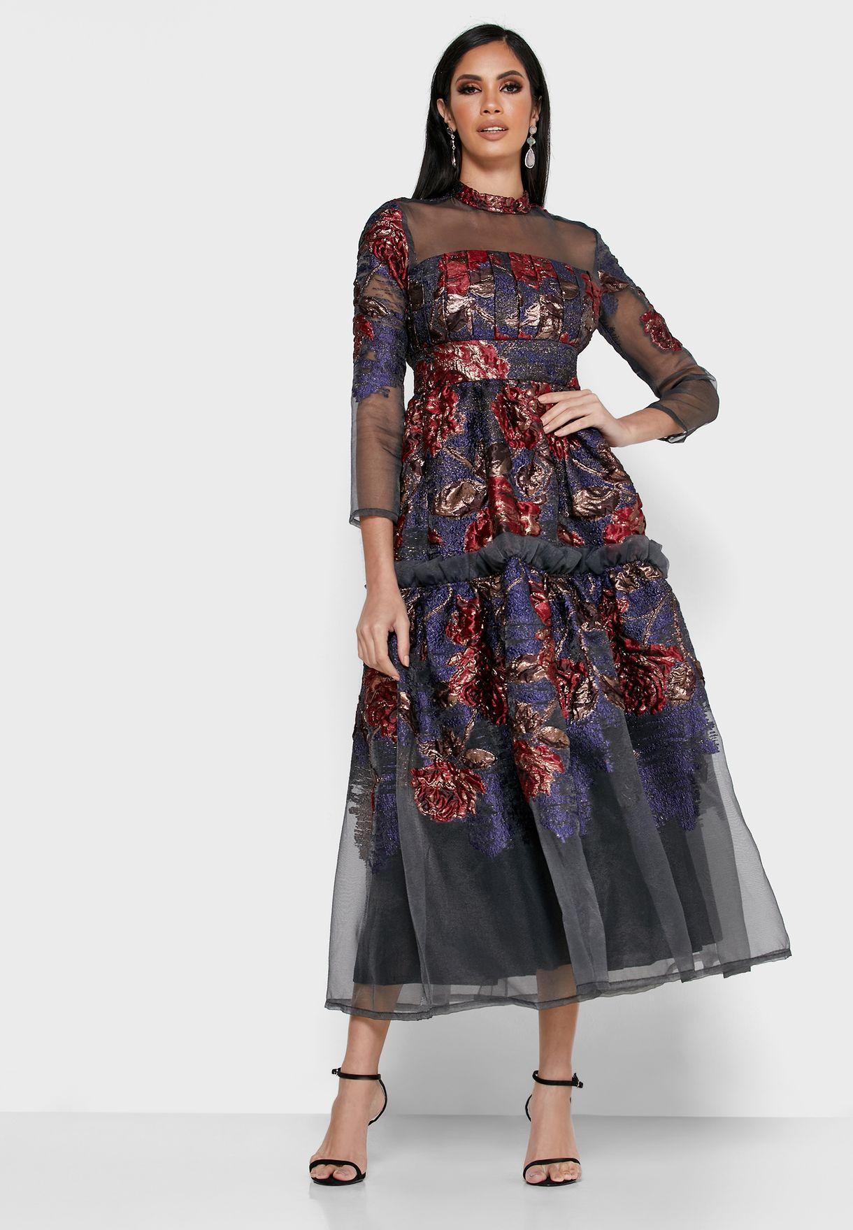 فستان بزهور محبوكة