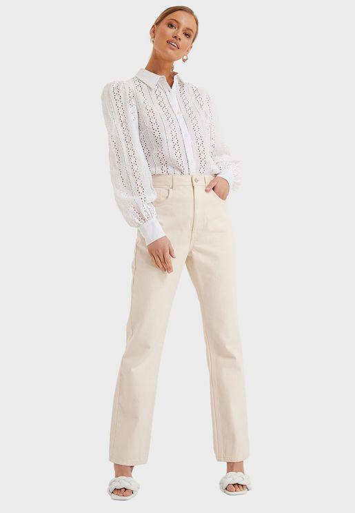 قميص بثقوب وأكمام منفوشة