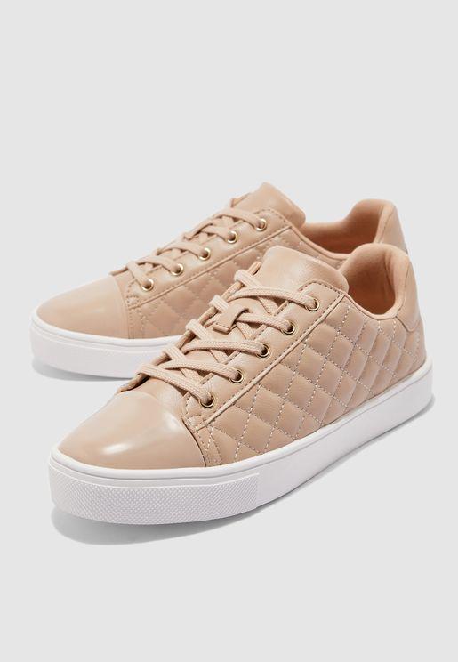 حذاء سنيكرز لامع من الامام
