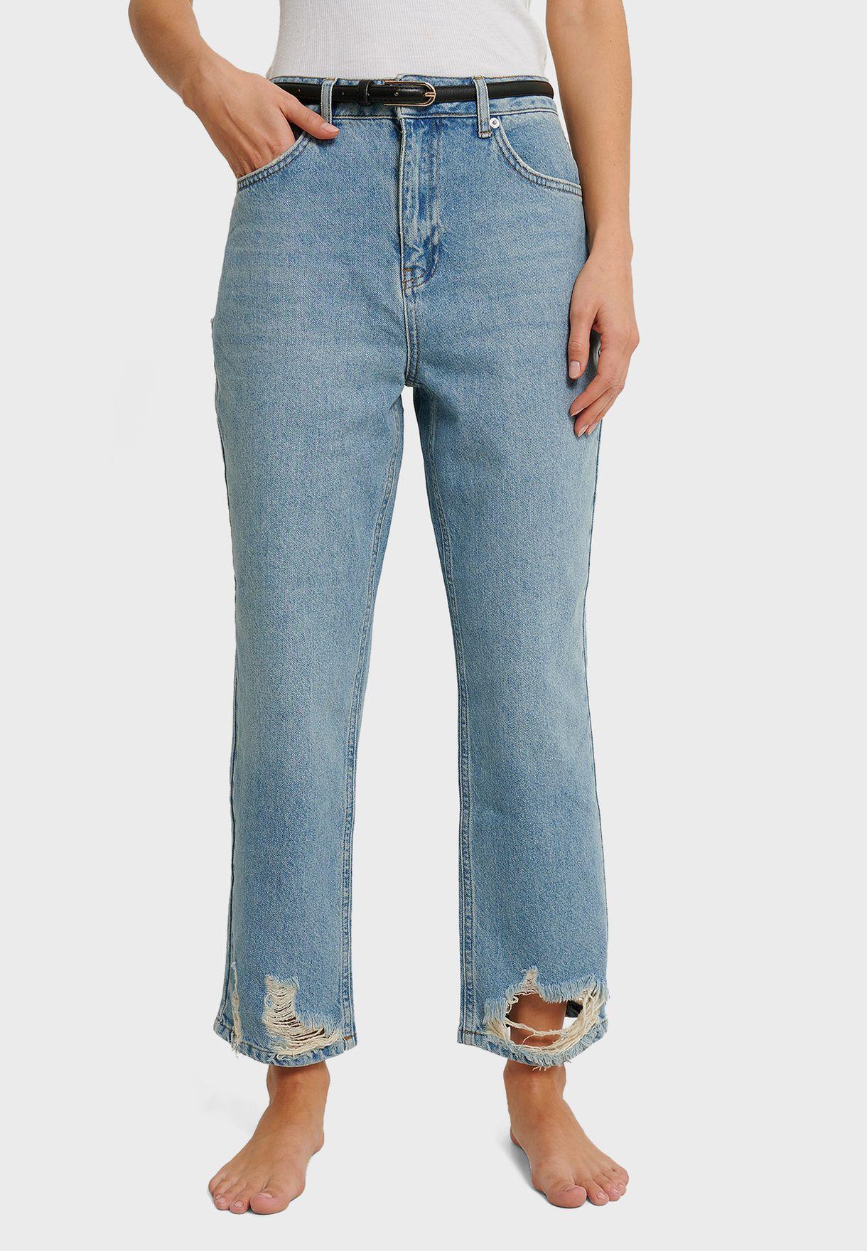 جينز بخصر عالي وشقوق