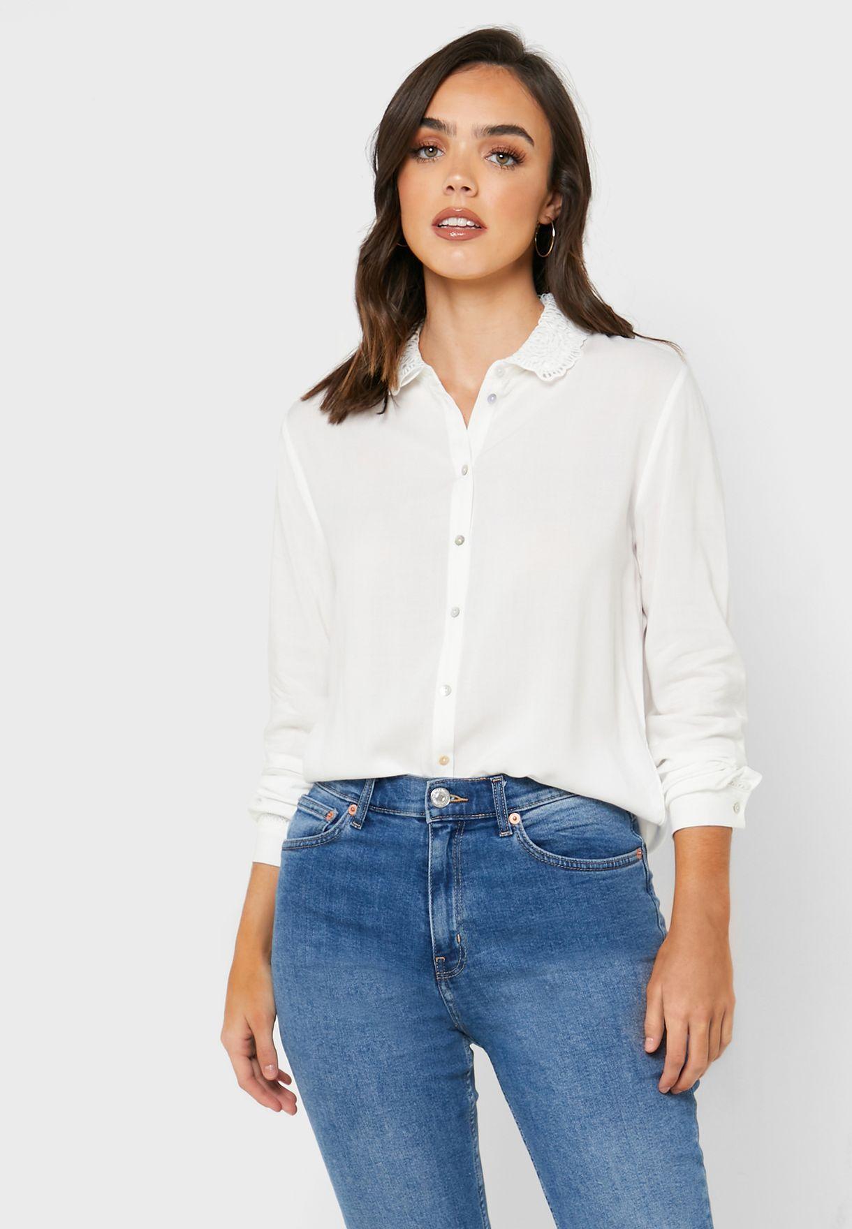قميص مزين بدانتيل
