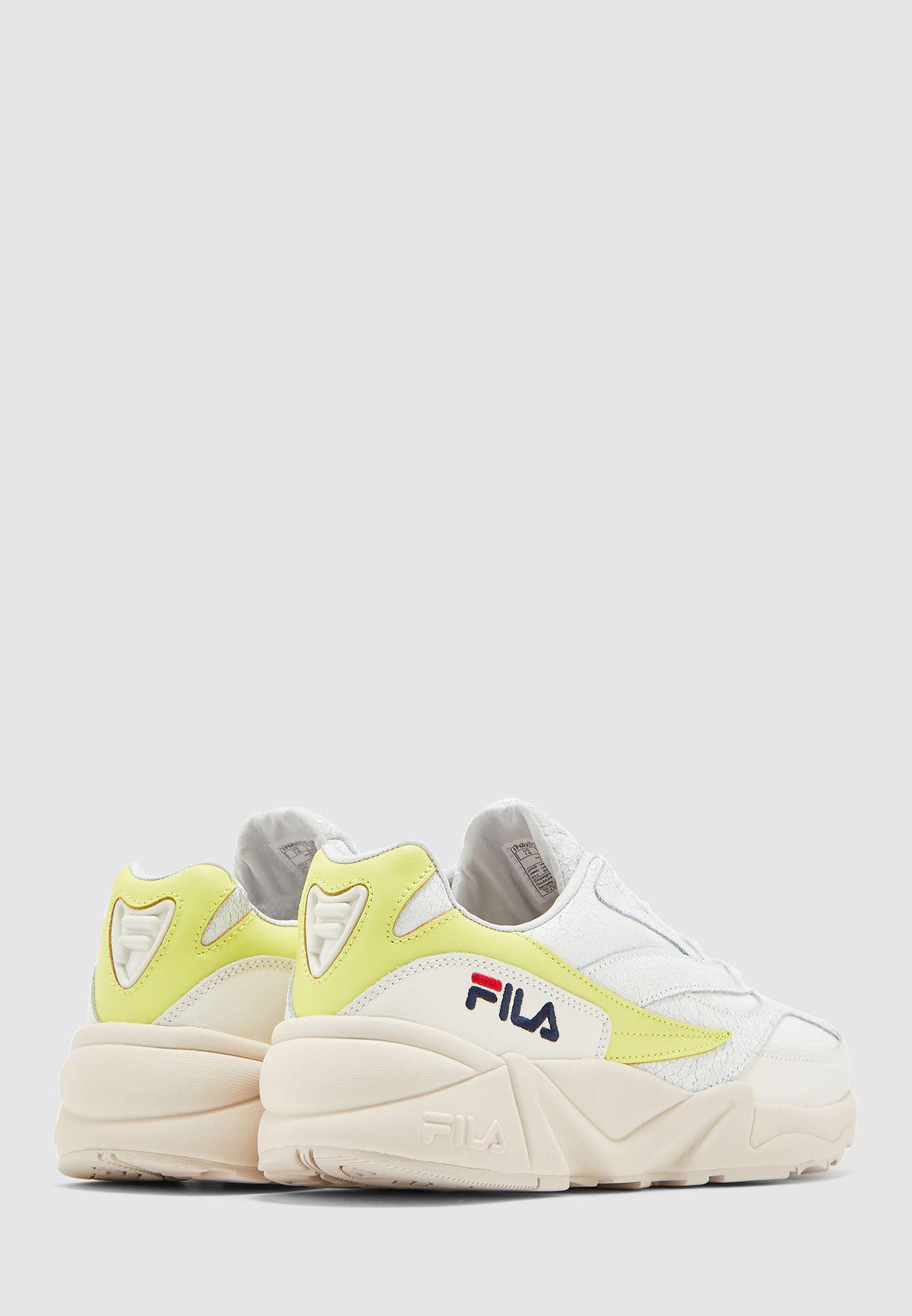 حذاء رياضي بنعل سميك