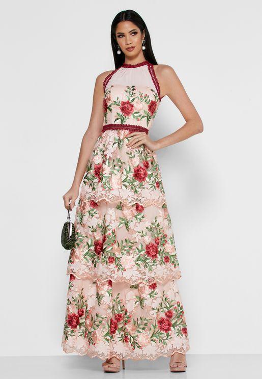 فستان مطرز ذو ياقة رسن واطراف دانتيل