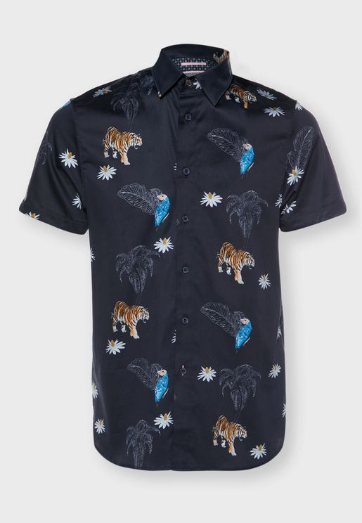 قميص بطبعات حيوانية