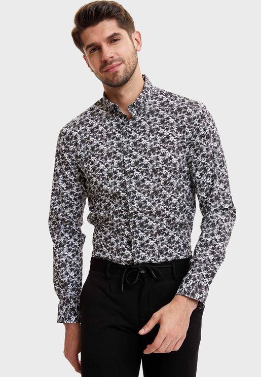 قميص بطبعات بيسلي وقصة سليم فت