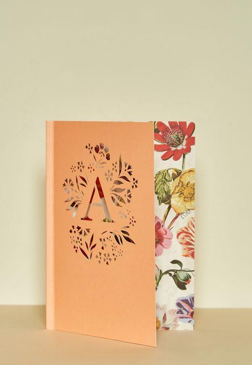 دفتر ملاحظات مزين بحرف A