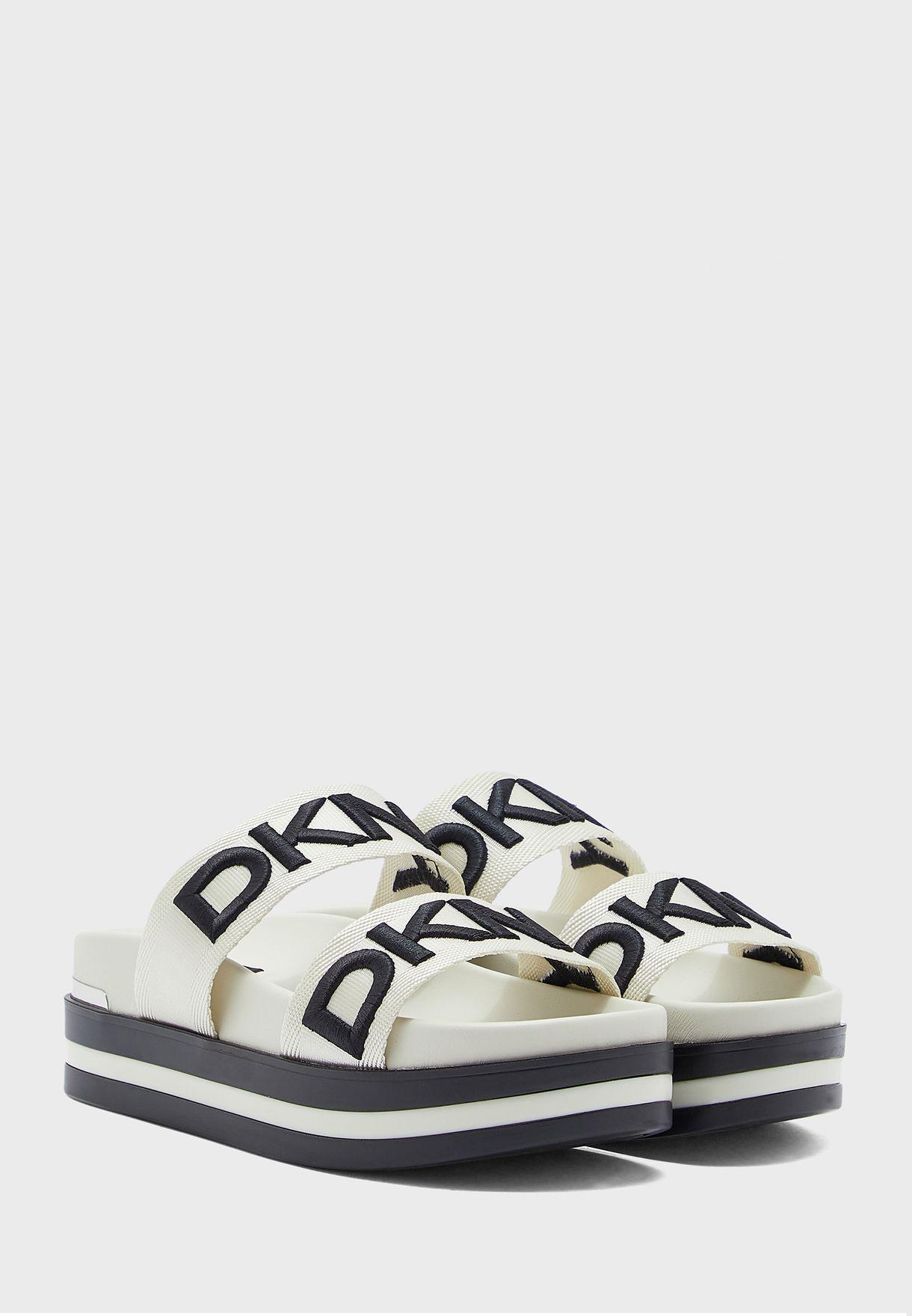 Tee Flat Sandal