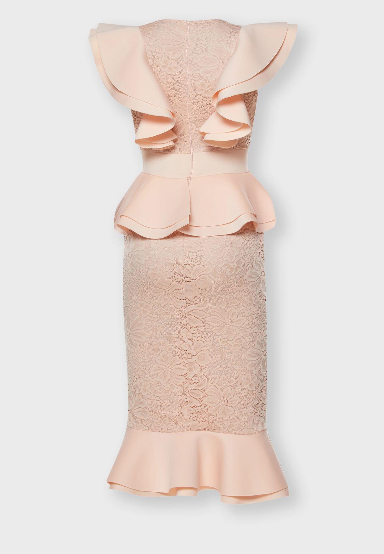 فستان ضيق بحمالات كشكش