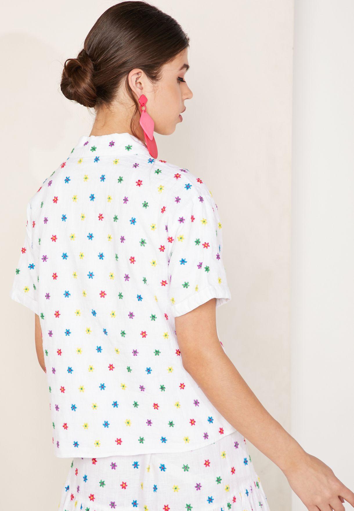 قميص بأكمام قصيرة وطبعات ازهار