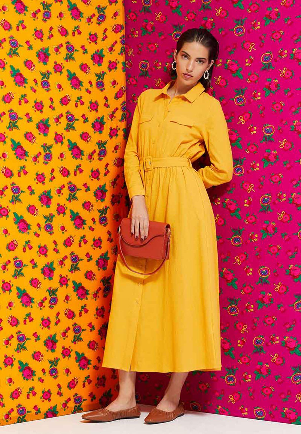 فستان بياقة كلاسيكية وجيوب