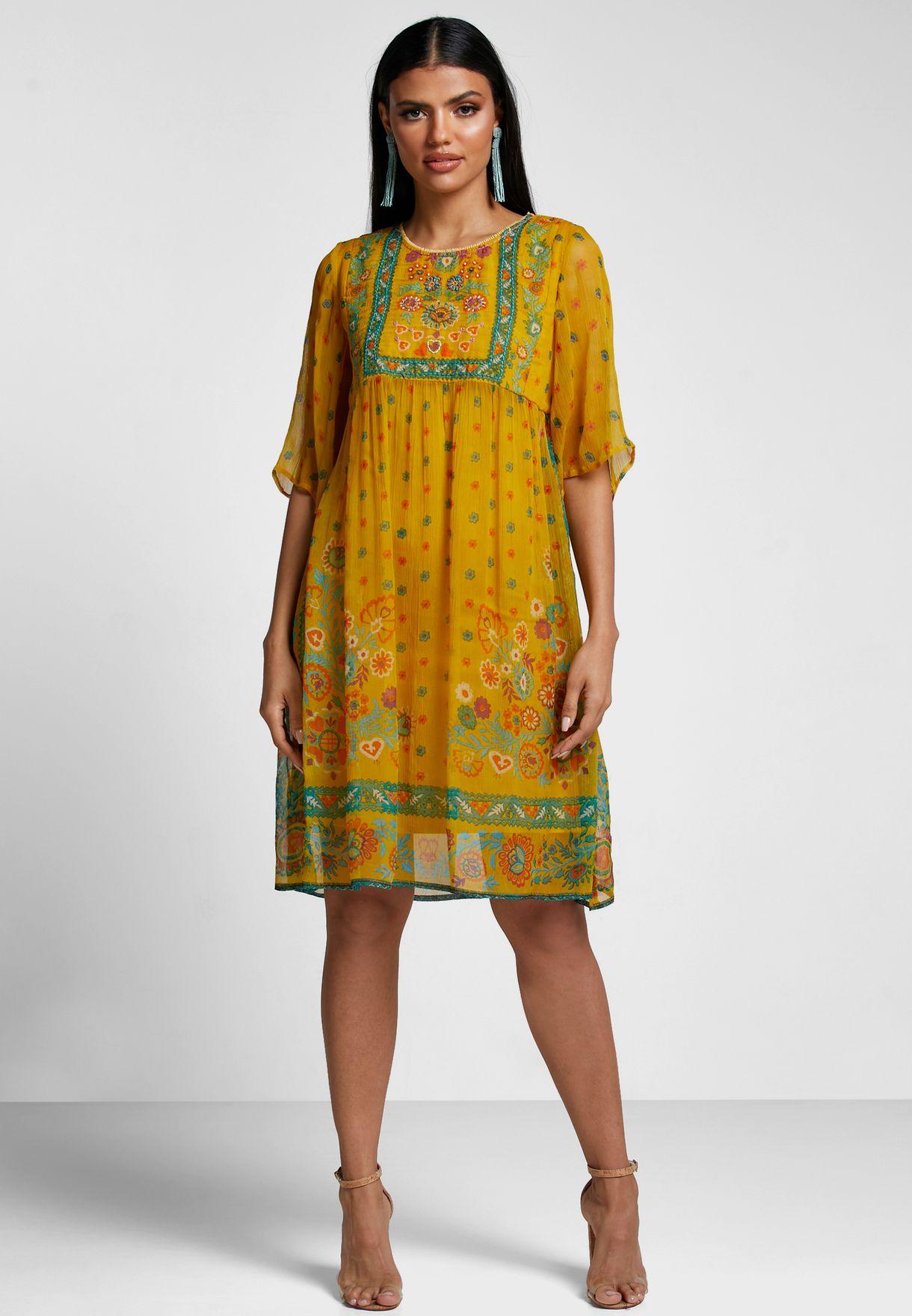 فستان مطبع مزين بتطريزات