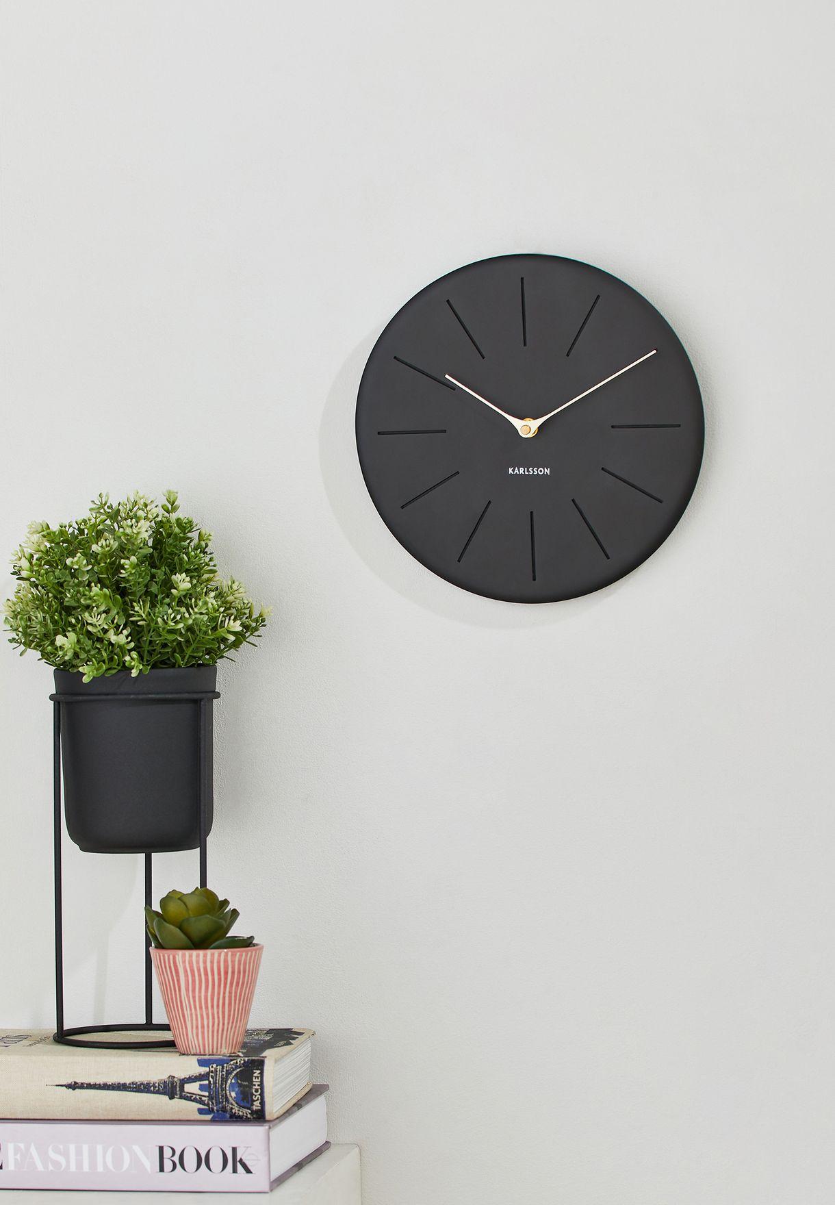 ساعة حائط بلون مطفي