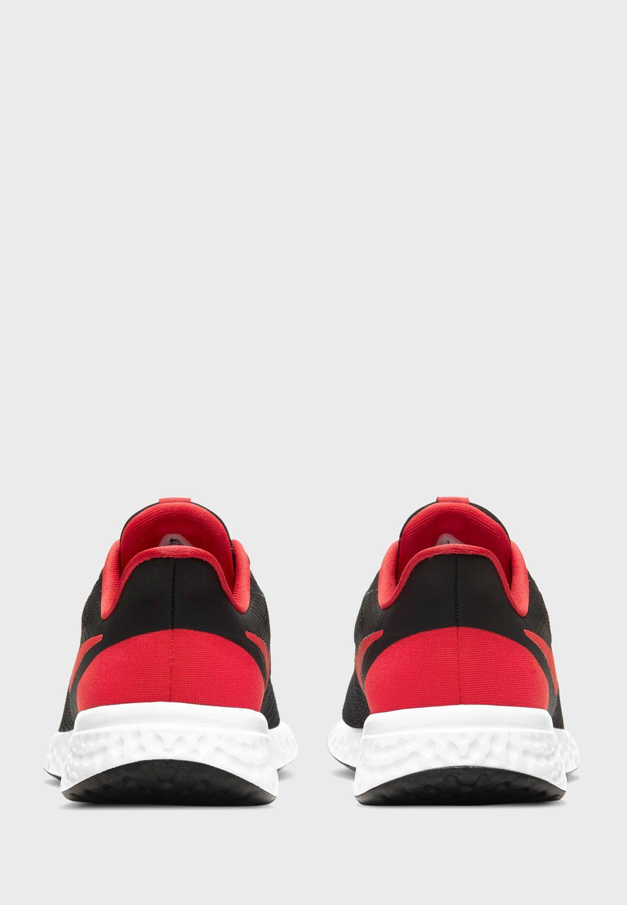 حذاء ريفليوشن 5