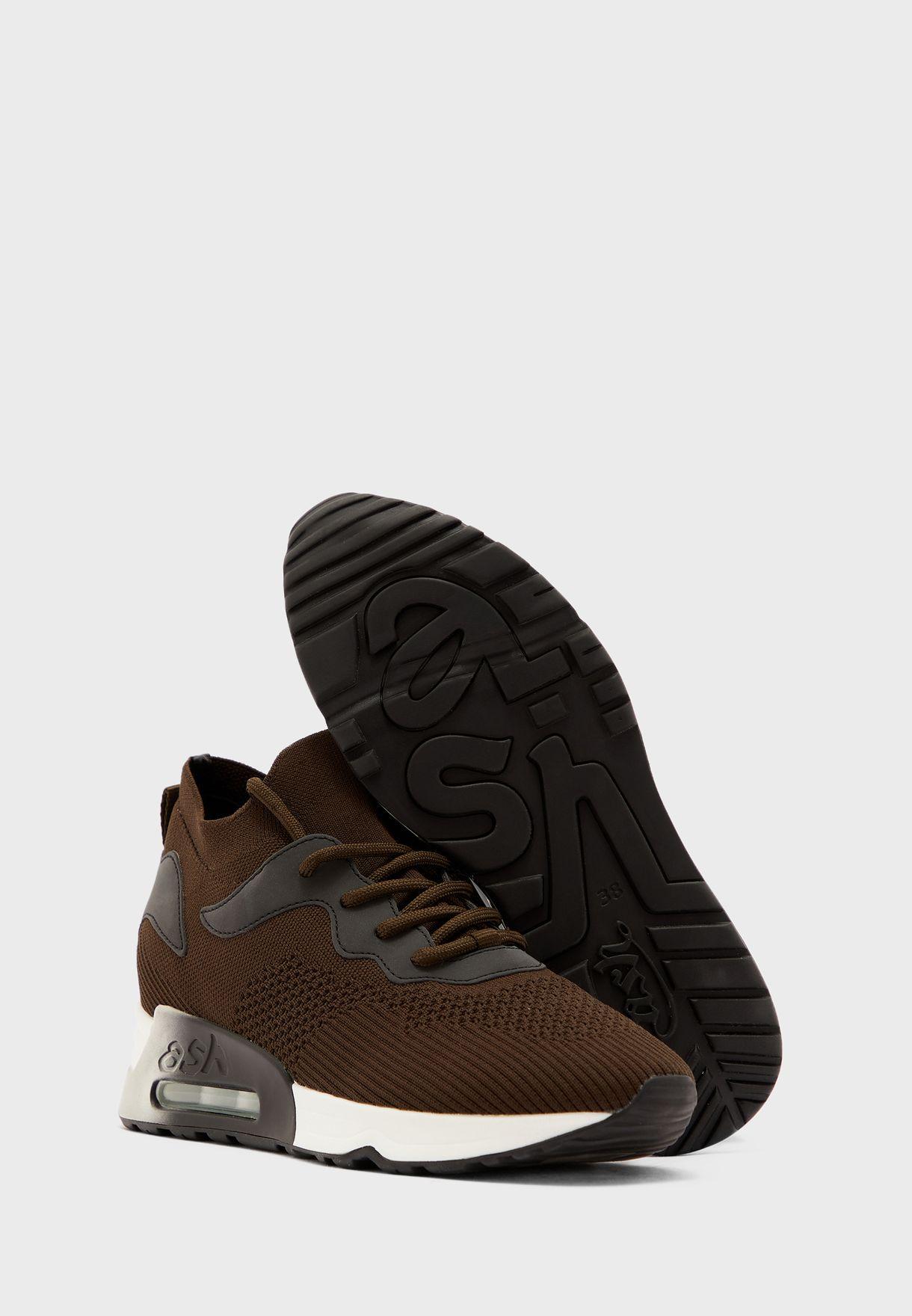 Lips Low Top Sneaker