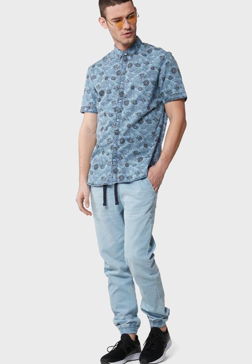 قميص دنيم بطبعات ازهار