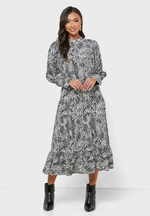 فستان بطبعات واكمام منفوشة