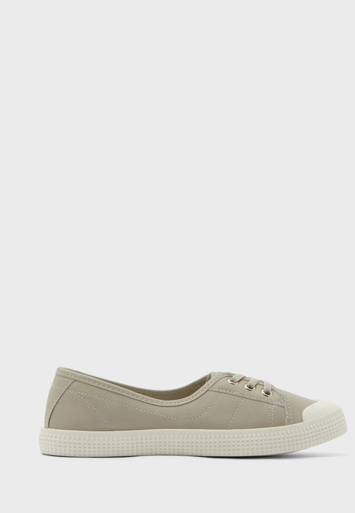 Major Low Top Sneaker