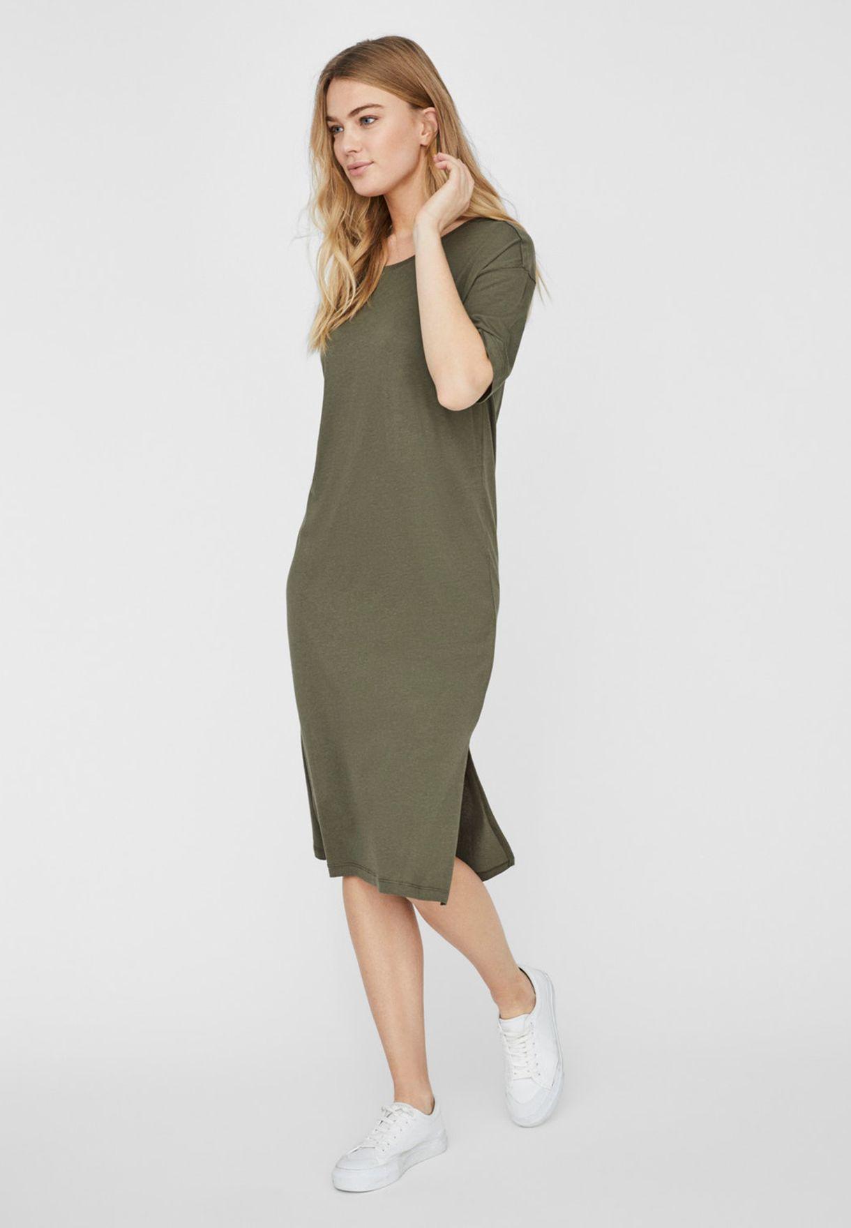فستان بشقين جانبيين واكمام قصيرة
