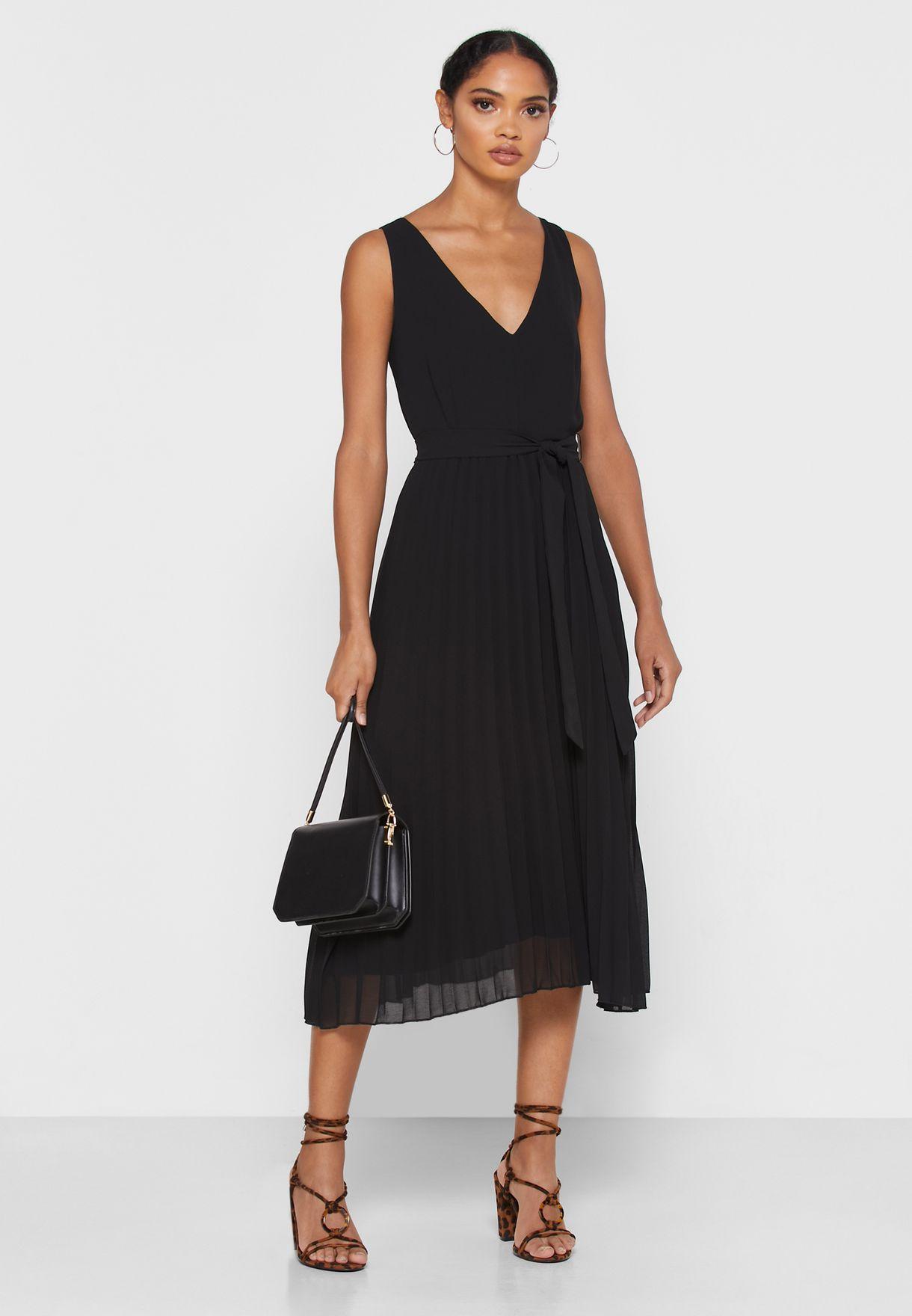 فستان بدون اكمام