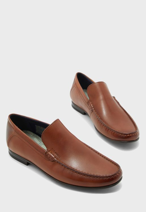 حذاء عصري سهل الارتداء