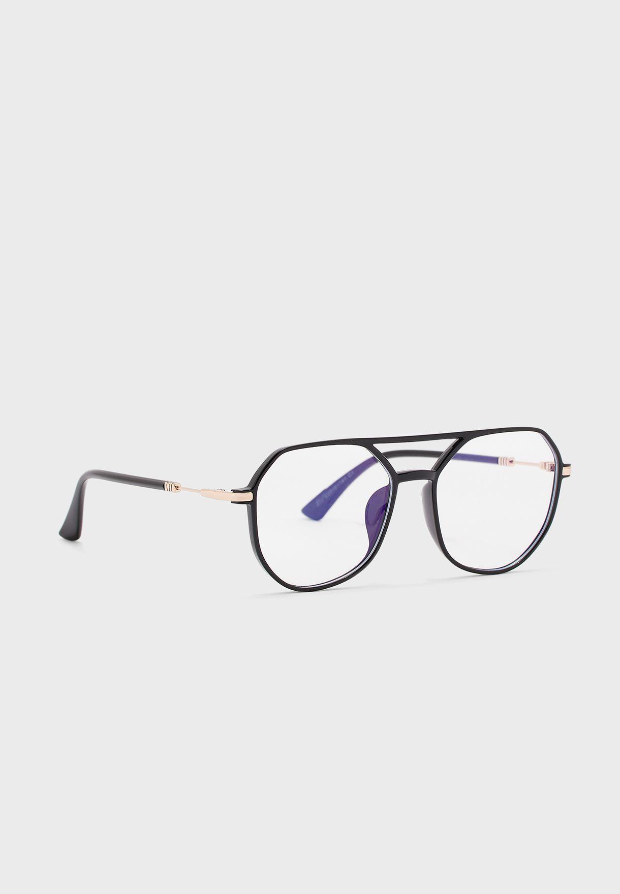 نظارة بعدسات شفافة