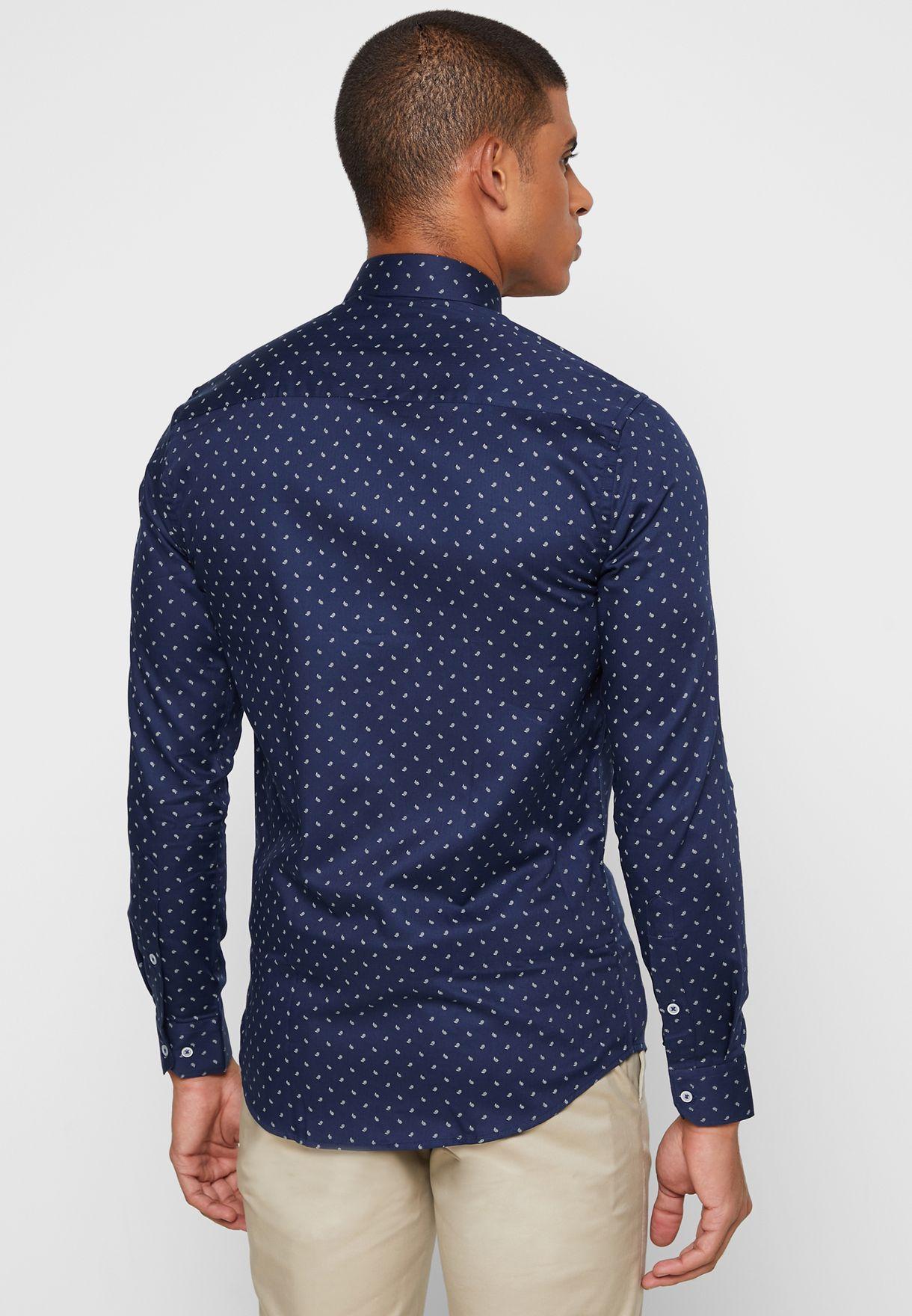 قميص بطباعة اوراق شجر