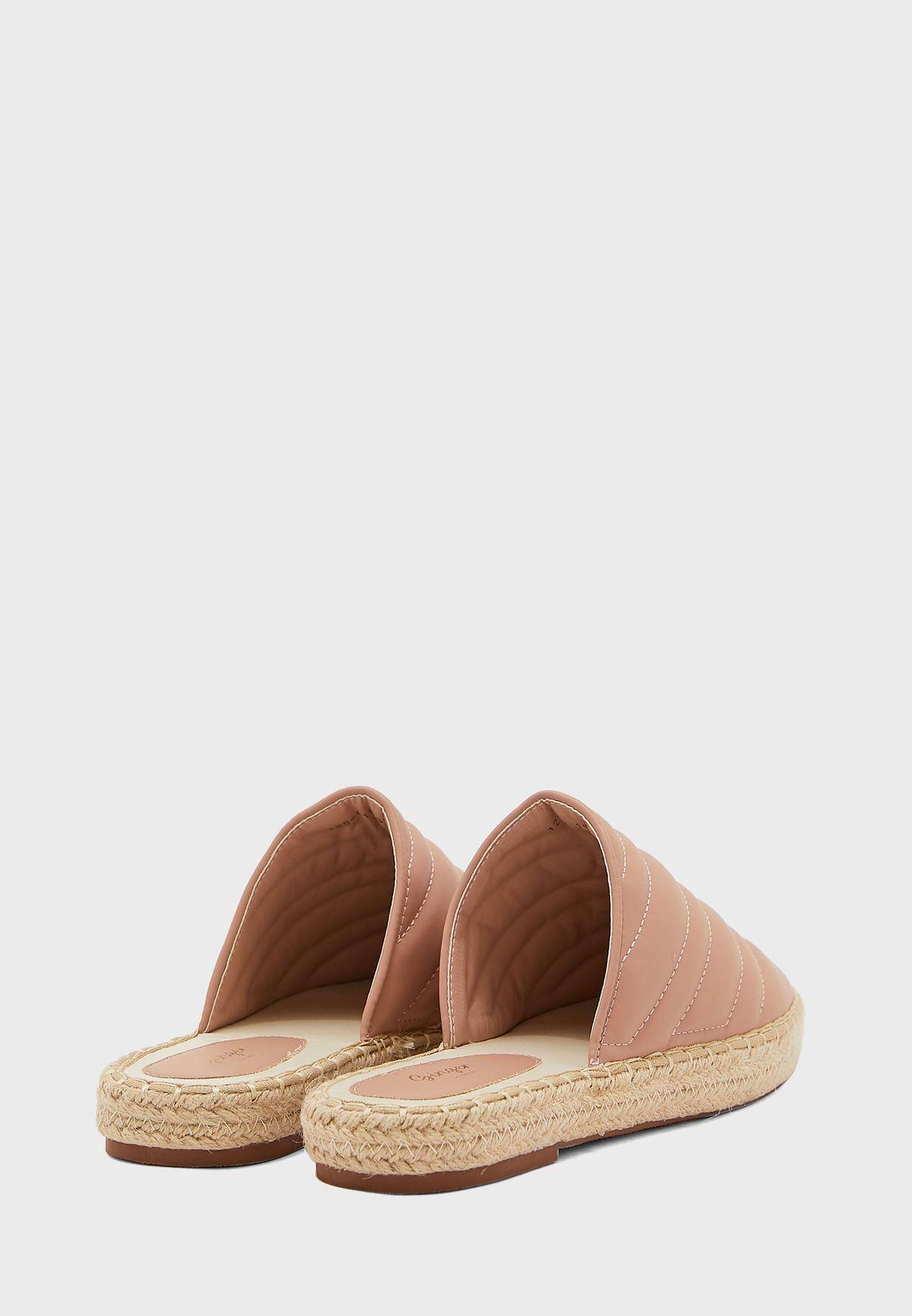 حذاء بمقدمة دائرية