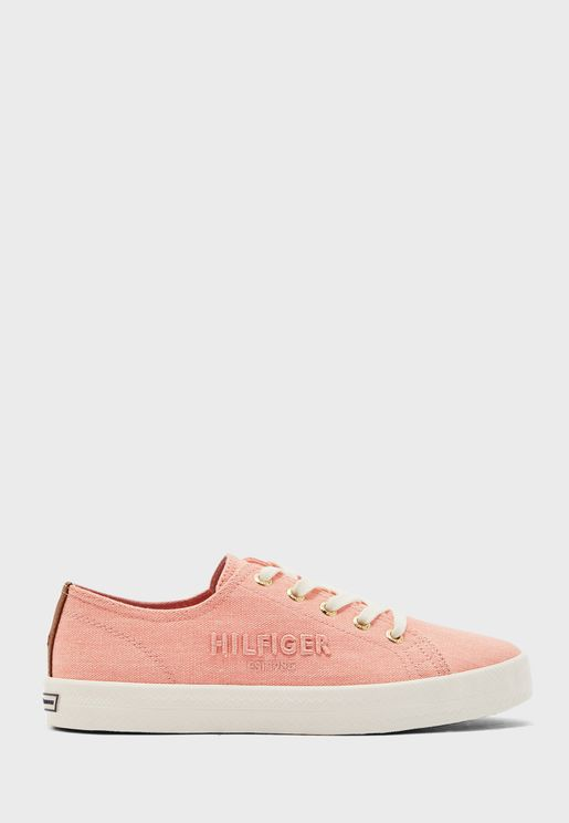 Low Top Basic Sneaker