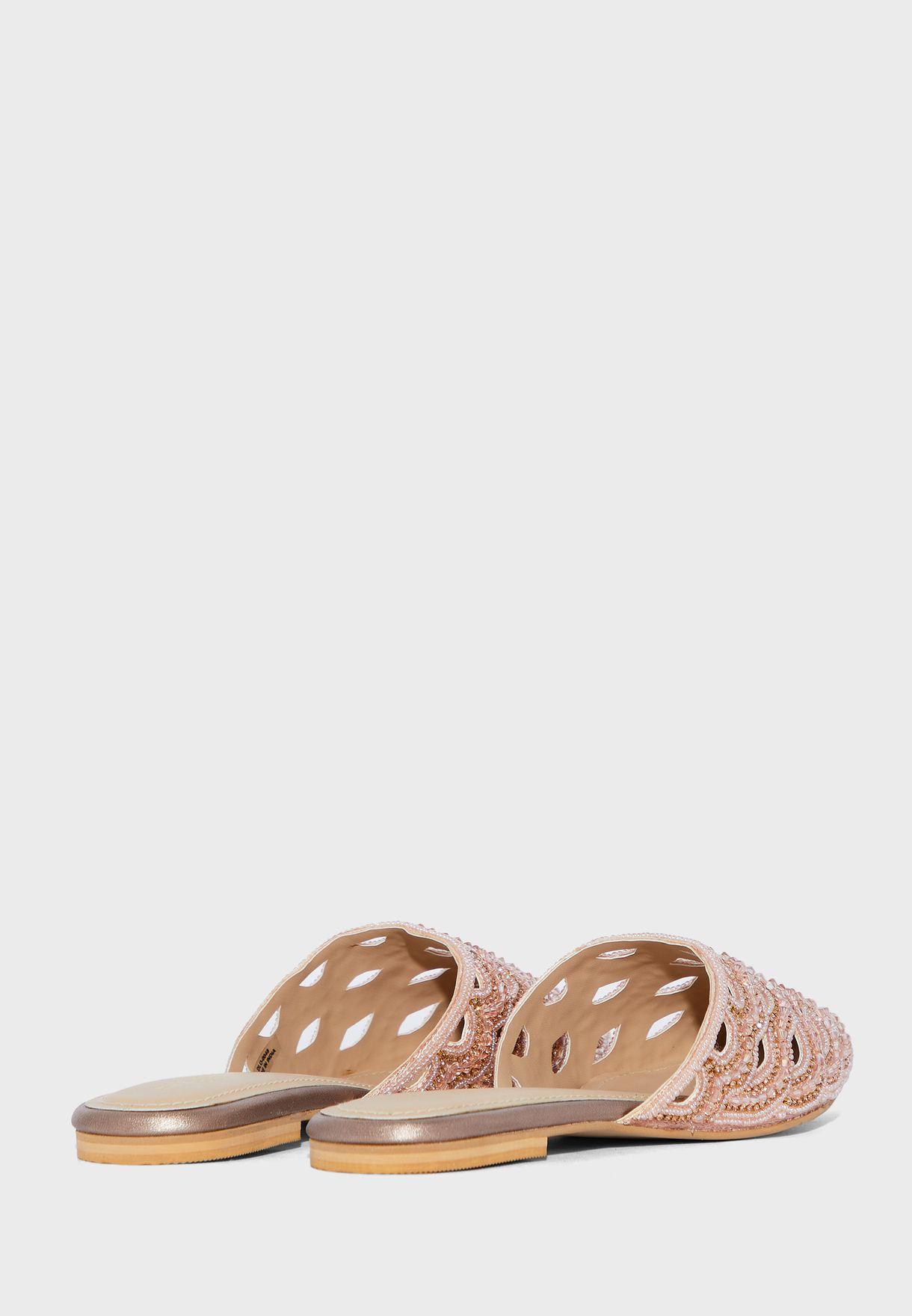 حذاء بدبابيس واحجار الراين