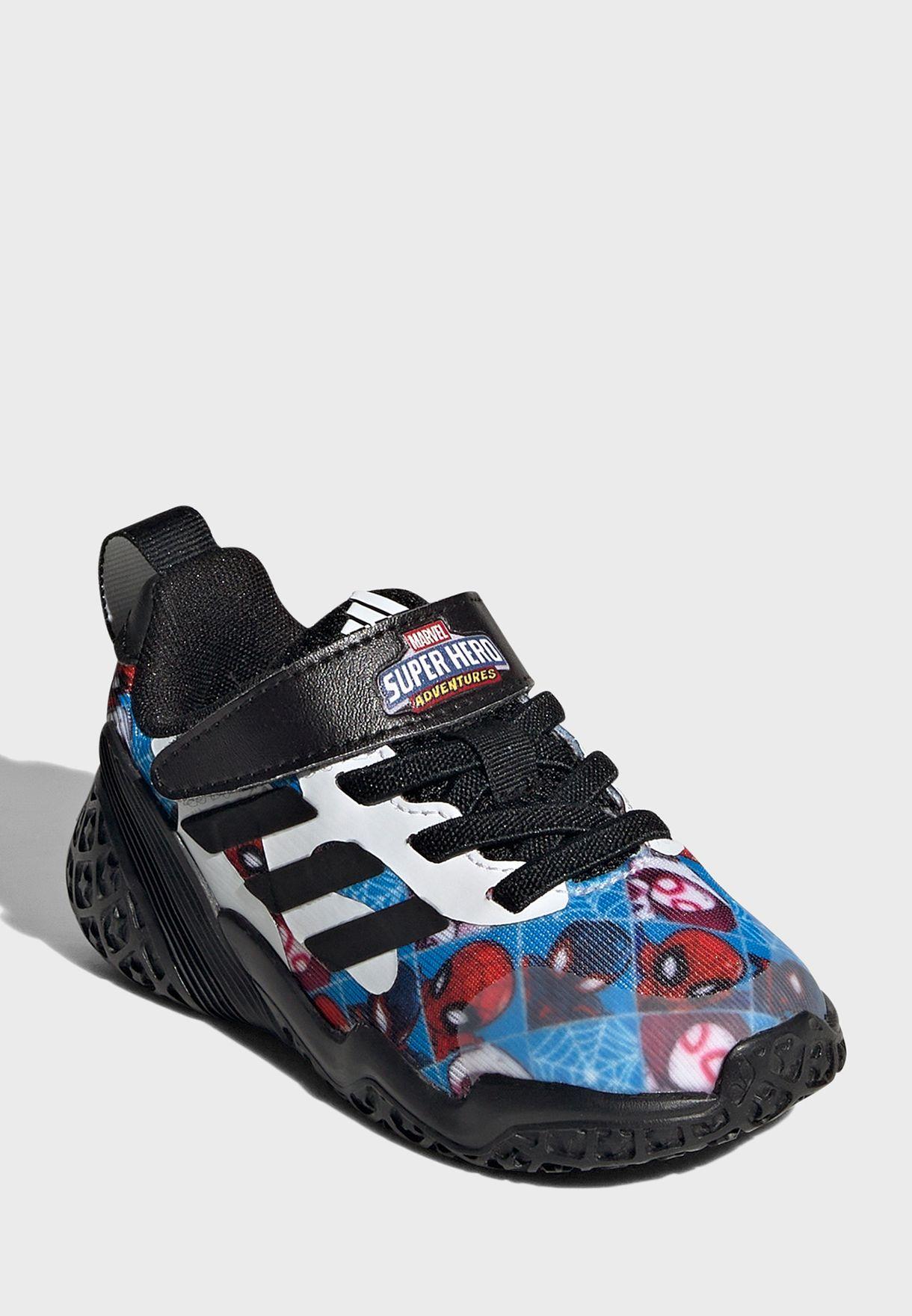 حذاء من مجموعة مارفل