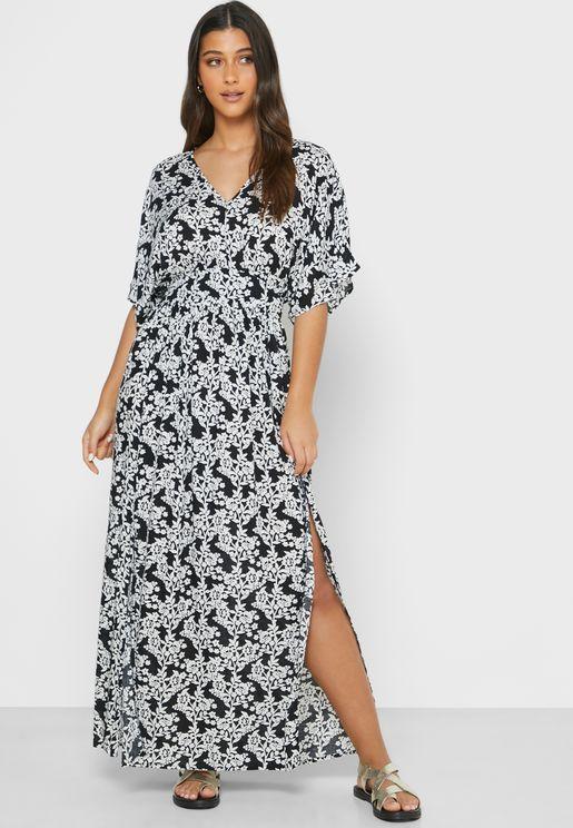 فستان للشاطىء بطبعات مونوكروم